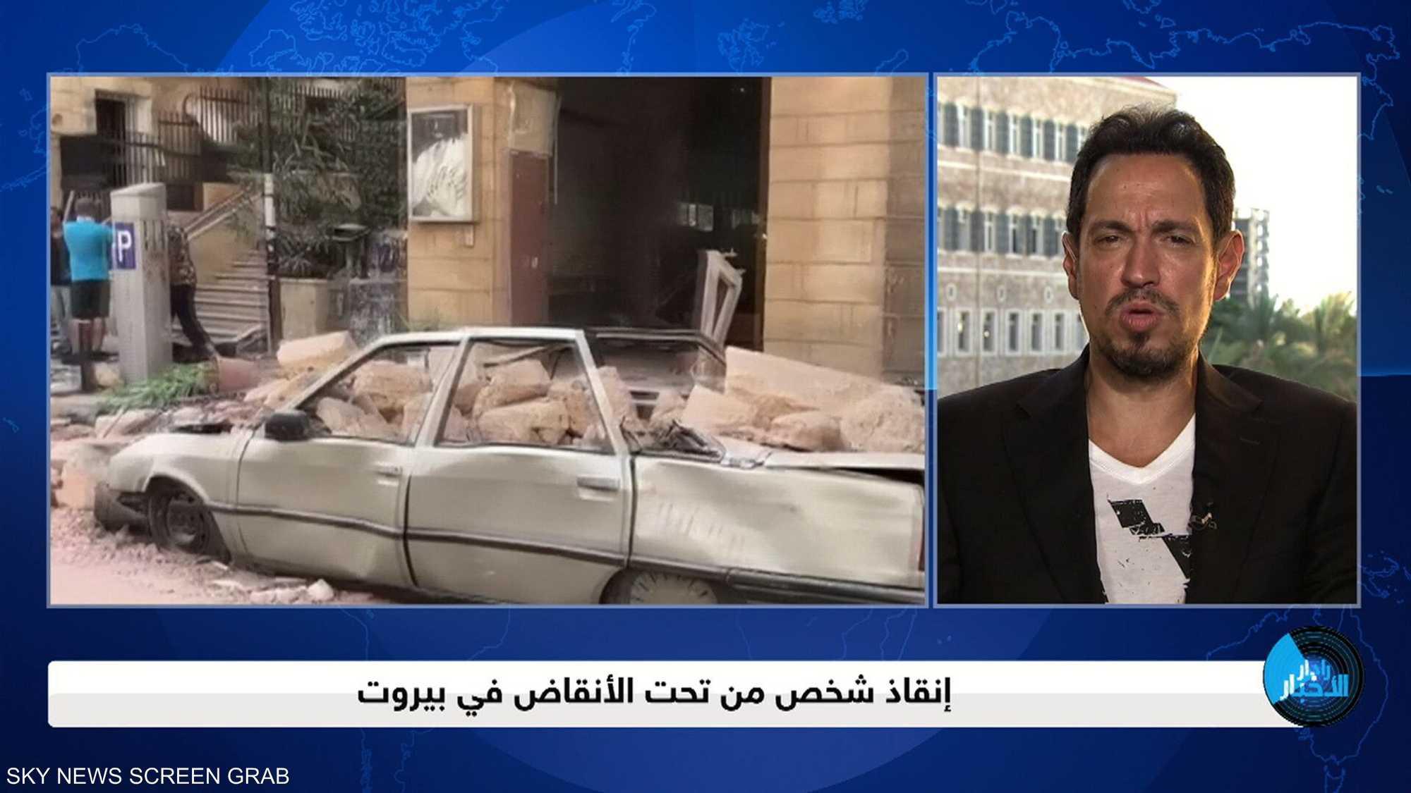 إنقاذ شخص من تحت الأنقاض في بيروت