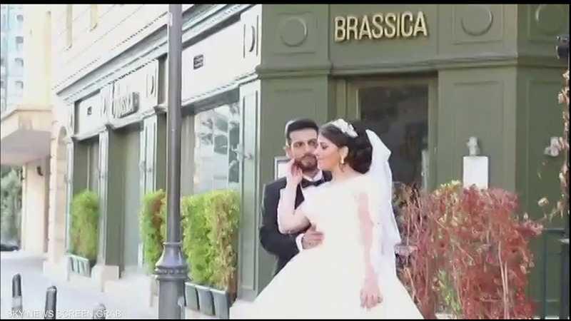 """شاهد.. انفجار """"بيروتشيما"""" يباغت عروسين ويفسد فرحتهما"""