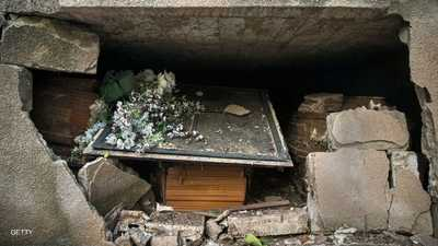 """بالصور.. الموتى في بيروت لم يسلموا من """"الكارثة"""""""