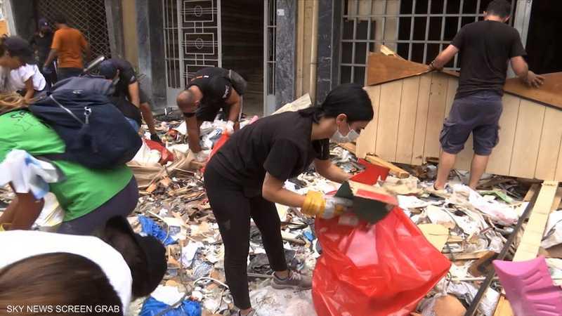 آلاف المتطوعين يبادرون لرفع مخلفات انفجار بيروت