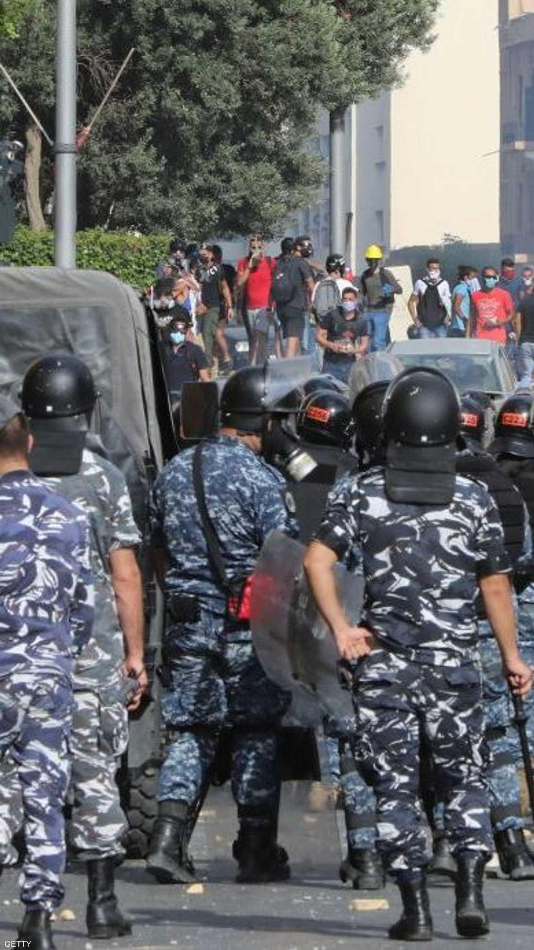 توافد آلاف المتظاهرين إلى وسط بيروت للمشاركة في الاحتجاجات