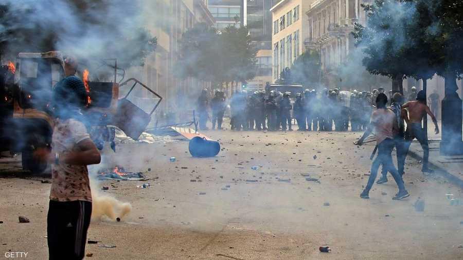 يطالب المحتجون باستقالة رئيس الجمهورية ورئيس الحكومة ورئيس البرلمان والنواب، حيث يعتبرون أن الجميع مسؤول عن تدمير العاصمة اللبنانية وتشريد مئات الآلاف.