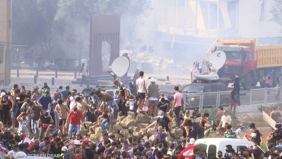 توافد آلاف المتظاهرين من مختلف المناطق اللبنانية إلى وسط بيروت للمشاركة في الاحتجاجات المطالبة بمحاسبة المسؤولين عن انفجار مرفأ بيروت الذي أودى بحياة 158 شخصا.