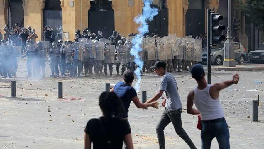قوات الأمن تطلق المسيل للدموع لتفريق التظاهرات
