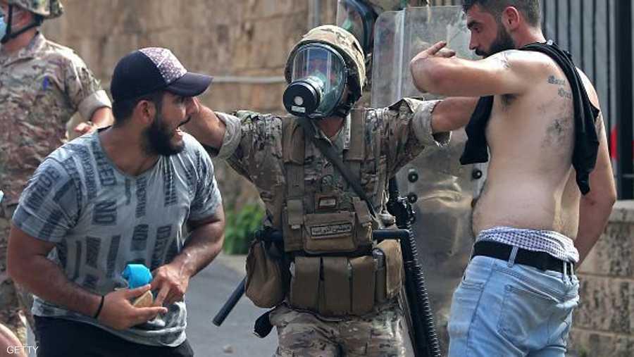 قوات الأمن تحاول ضبط العناصر الخارجة على القانون