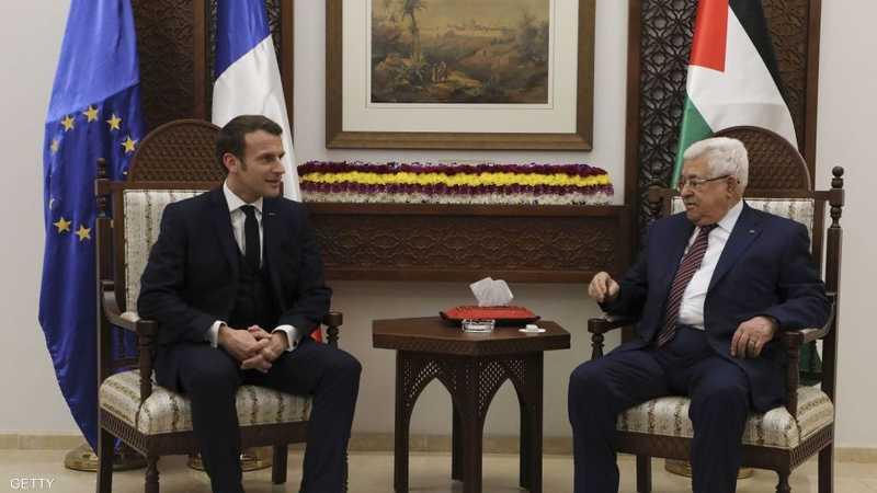 جانب من لقاء سابق بين عباس وماكرون