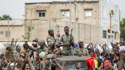 انقلابيو مالي يفتحون الحدود رغم رفض دول الجوار