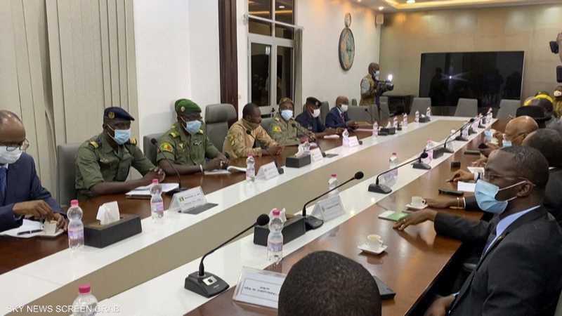 وفد إيكواس يلتقي زعماء الانقلاب في باماكو