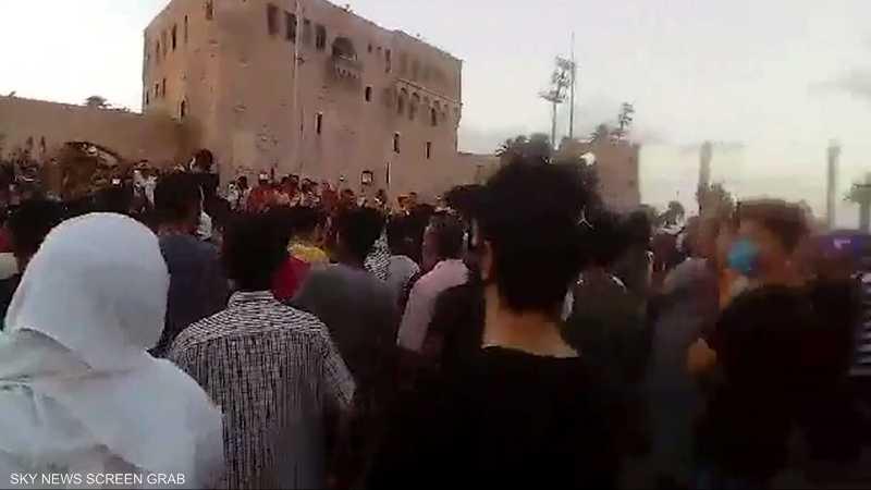تجددت التظاهرات الداعية لإسقاط حكومة الوفاق بطرابلس