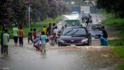 الأمطار تقتل 90 باكستانيا وتشل كراتشي