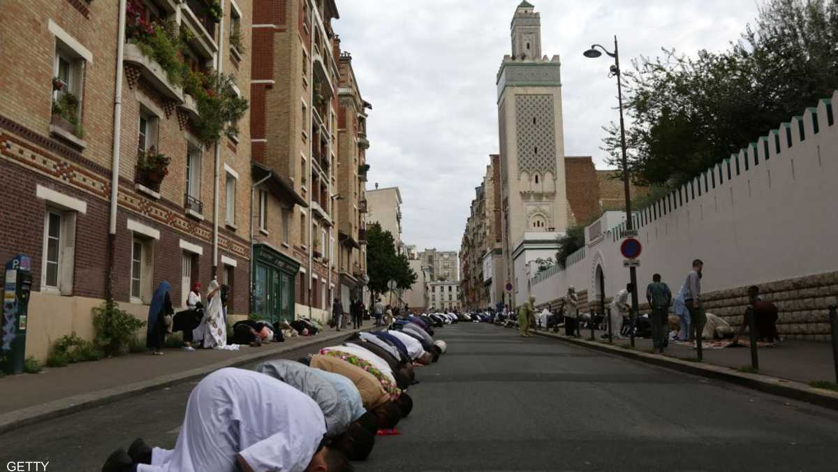 فرنسا تخشى نفوذ الإخوان في المؤسسات الإسلامية.