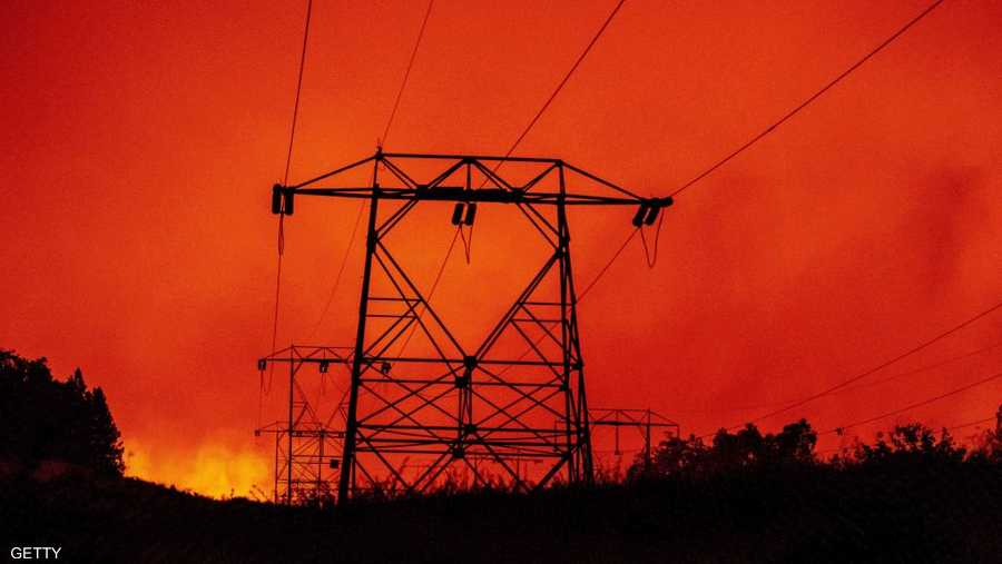 امتد الحريق حتى الآن على مساحة أكثر من 540 كيلومترا مربعا.