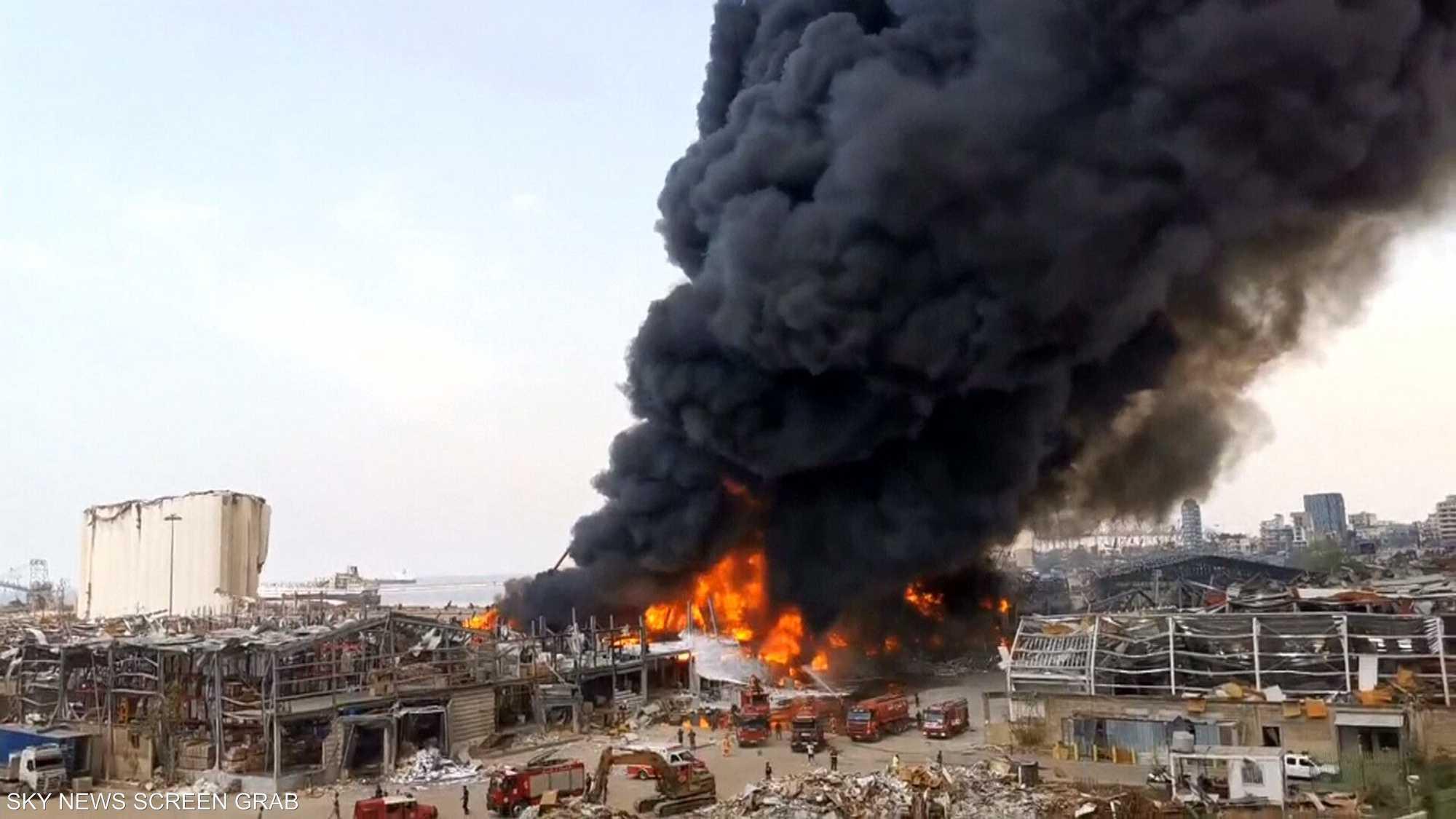 اشتعال النيران بقوة مجددا في مستودع بمرفأ بيروت
