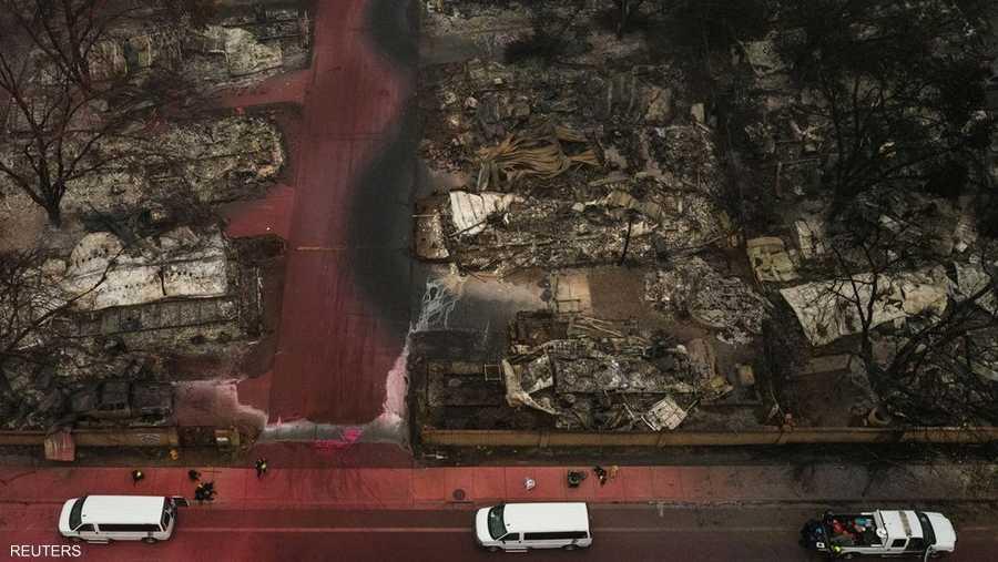 طالت الحرائق منطقة منازل ومتاجر متنقلة، فأتى عليها وخلّف بقايا مدمرة ومتفحمة.