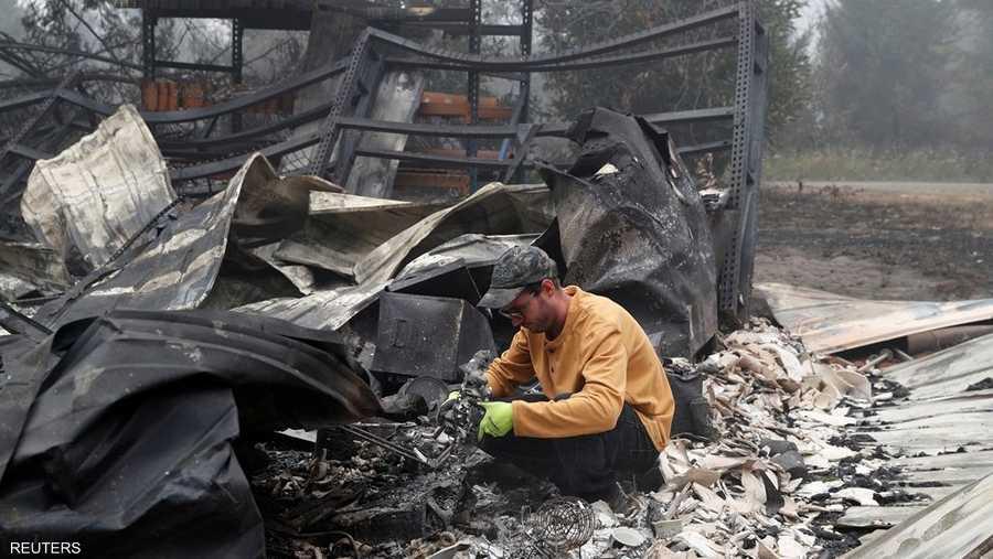 عدد الأشخاص الذين تم إجلاؤهم على مستوى الولاية بسبب الحرائق بلغ نحو نصف مليون شخص.