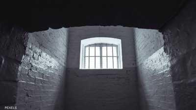 """بلا رحمة.. عائلة تحبس ابنتها المريضة في """"زنزانة"""" 5 سنوات"""
