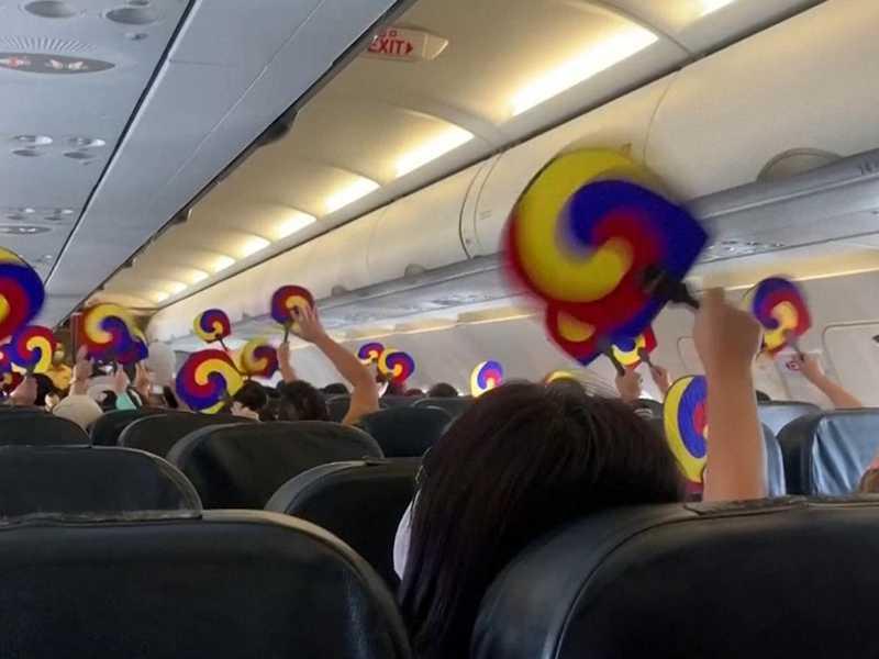 الركاب شعروا بالسعادة على متن الطائرة