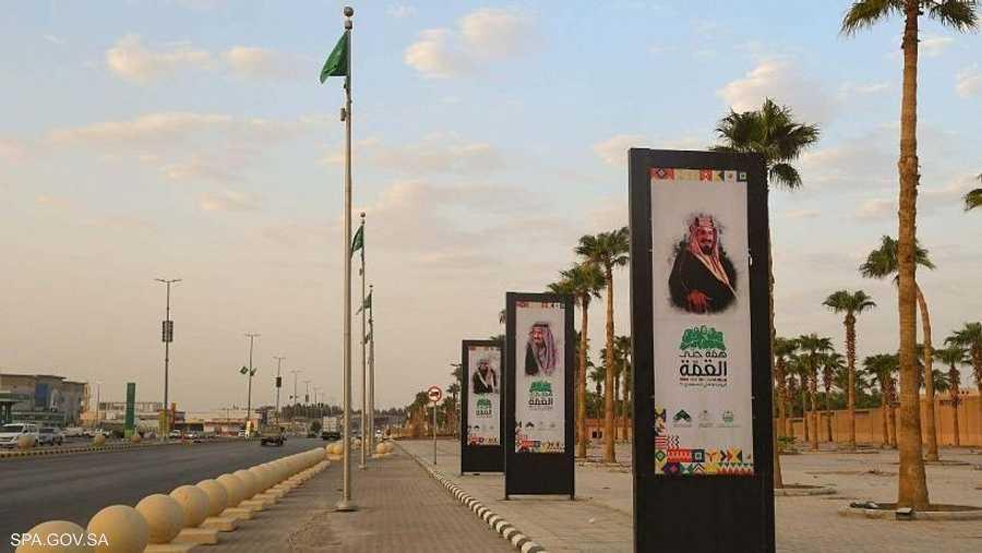 عدد من المدن ازدانت بالصور الوطنية للملك المؤسس