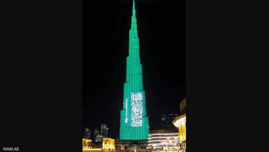 برج خليفة في دبي يزدان بالعلم السعودي