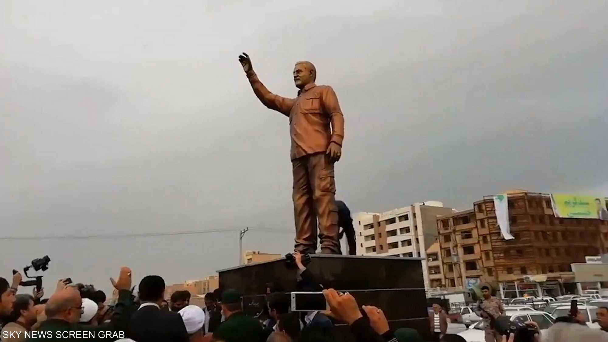 تماثيل قاسم سليماني تثير سخرية على مواقع التواصل