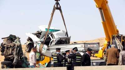 مأساة في مصر.. مصرع 5 أفراد من أسرة واحدة في حادث سير