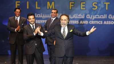 """محمود ياسين.. """"عاشق المسرح"""" ونجم سينما الحرب"""