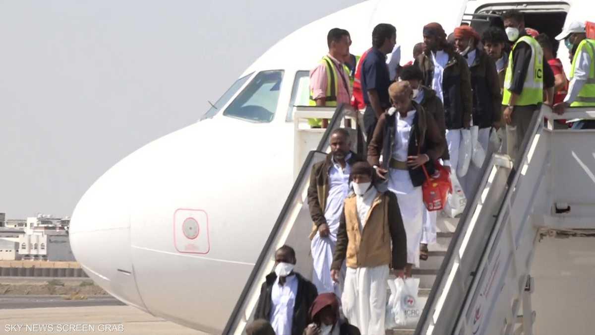 وصول الدفعة الأخيرة من أسرى الحكومة اليمنية إلى عدن