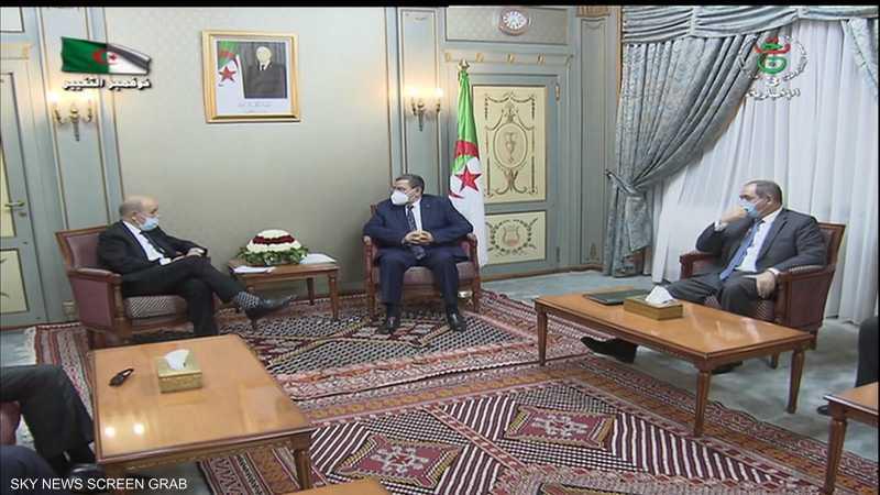 لودريان يبحث أزمتي ليبيا ومالي مع الرئيس الجزائري