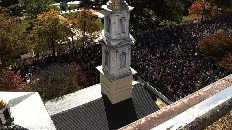 الحشود تتوافد إلى البيت الأبيض للاحتفال بانتصار بايدن