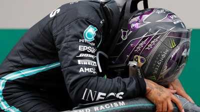 """هاملتون يكتب تاريخا جديدا لـ""""فورمولا 1"""".. ويجهش بالبكاء"""