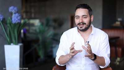 عمرو حلمي .. شاب مصري حول هوايته إلى عمل احترافي
