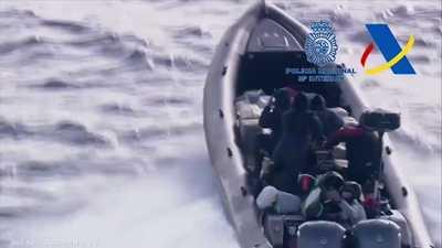 """بين المغرب وإسبانيا.. ضبط """"عصابة الزوارق"""" لتهريب الحشيش"""