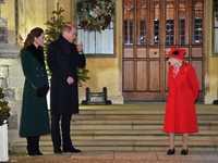 الملكة إليزابيث مع حفيدها الأمير وليام خلال التجمع