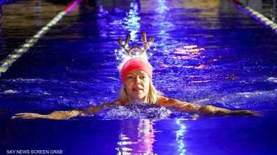 المئات يسبحون في مياه شبه متجمدة للتغلب على كورونا
