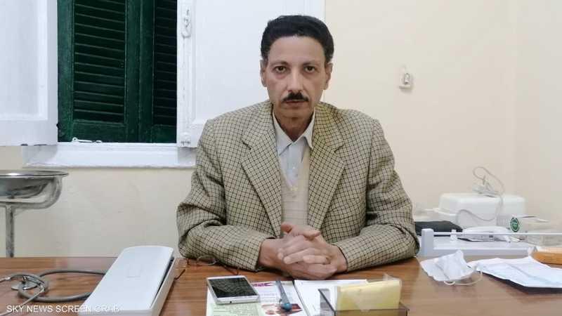 الدكتور حسني قطب الطبيب الجديد في عيادة طبيب الغلابة