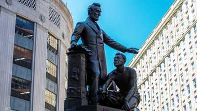 بوسطن تزيل تمثال عبد يجثو أمام الرئيس لنكولن