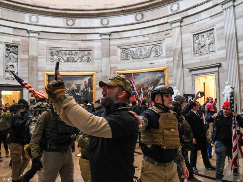 أنصار ترامب خلال اقتحامهم مبنى الكابيتول