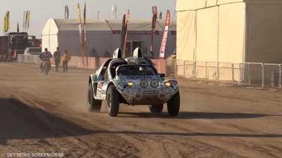 السعودية.. السيارات الكلاسيكية تشارك في رالي دكار