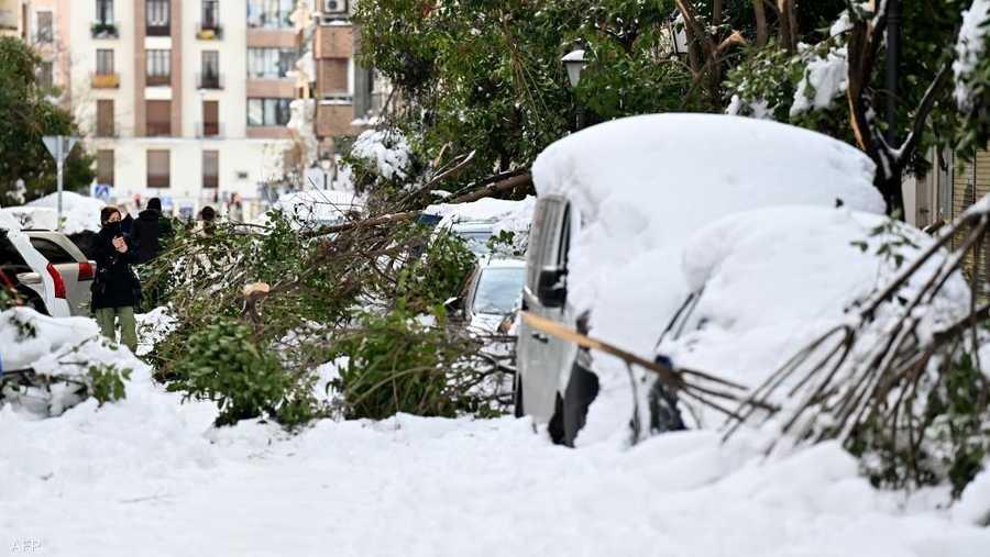 مستوى الثلوج المتراكمة وصل إلى نحو 30 سنتيميتر في الشوارع ، مما يجعلها الأكثر منذ عام 1971.