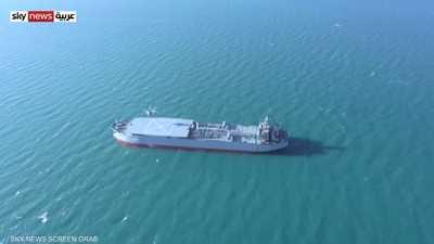 طهران تستعرض سفينتين حربيتين جديدتين