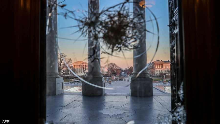 منظر من نافذة الكونغرس لدخول قوات الحرس الوطني