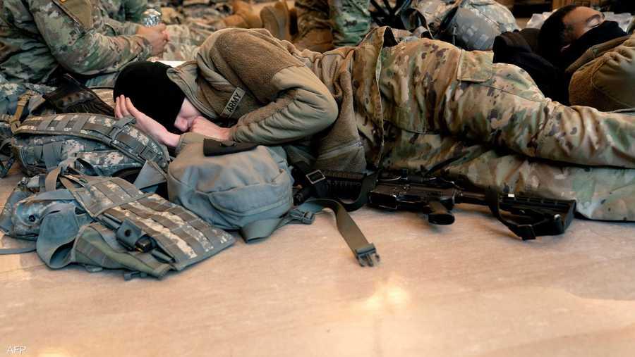 جندي من الحرس الوطني في قيلولة