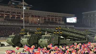 """مفاجأة 2021.. كوريا الشمالية تستعرض """"صاروخ الرعب"""""""