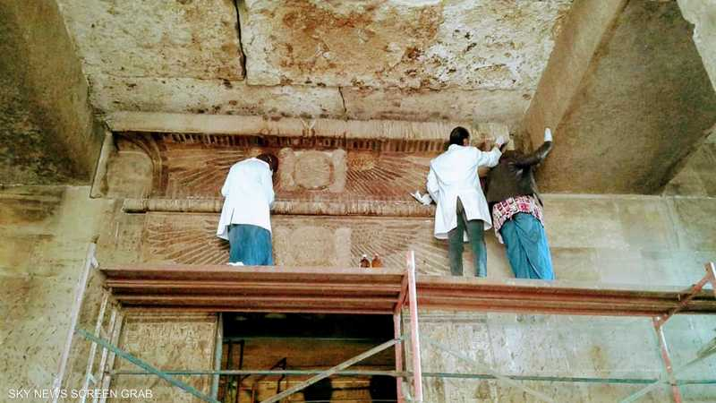 أعمال الترميم في معبد إيزيس