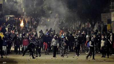 """""""لا خوف لا رعب"""".. ليلة أخرى من الاحتجاجات العنيفة في تونس"""