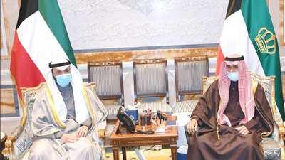 أمير الكويت يبدأ مشاورات تشكيل الحكومة الجديدة
