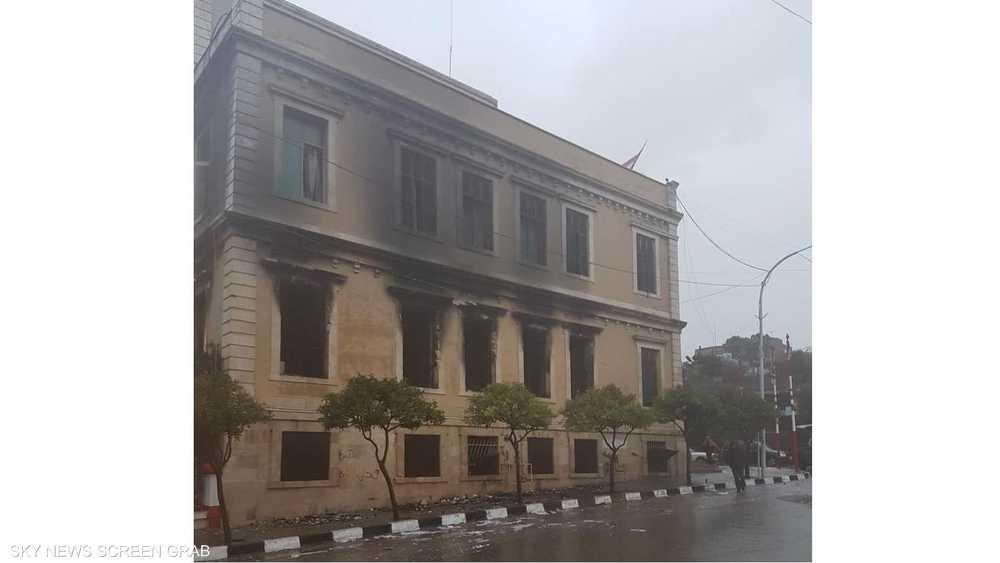 مبنى بلدية طرابلس بعد احتراقه