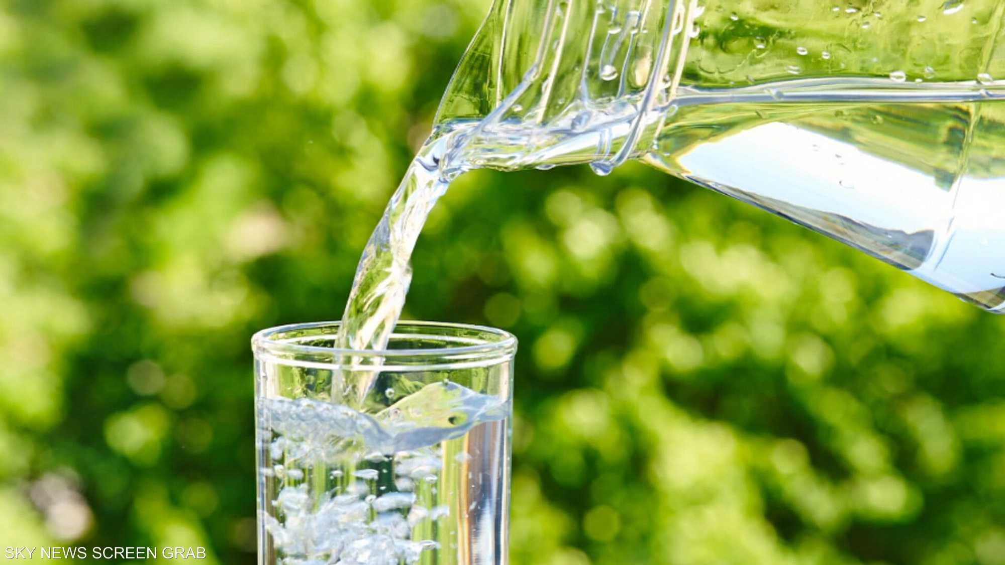 خبراء: شرب 8 أكواب من الماء يوميا ليست معلومة دقيقة
