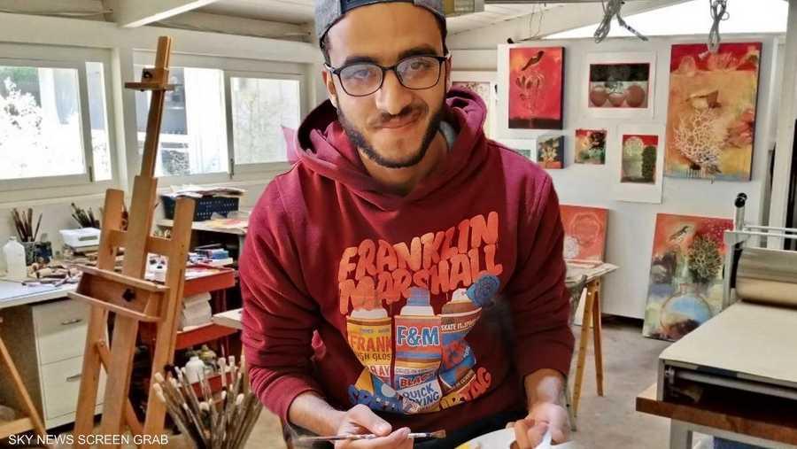 الفنان التشكيلي عبد الله دغالي في مرسمه