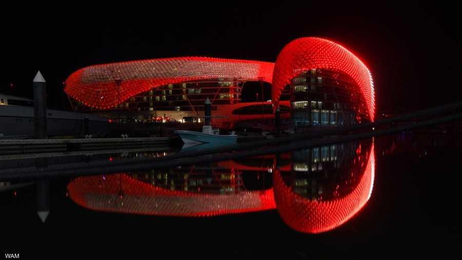 اللون الأحمر يزين جزيرة ياس في أبوظبي